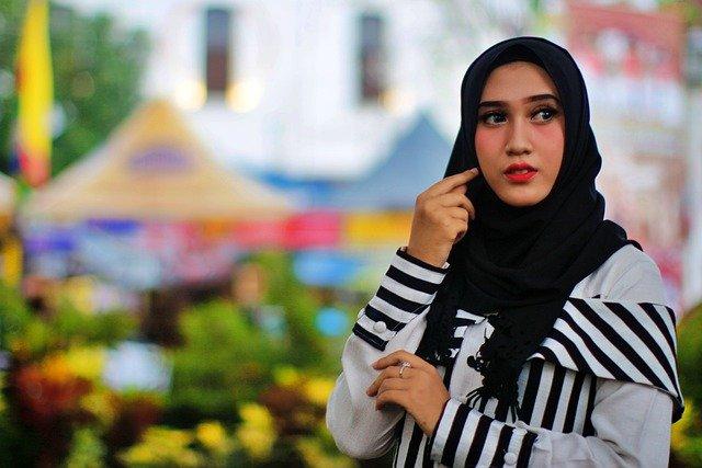 Referensi Tips Memadukan Warna Pakaian dan Jilbab