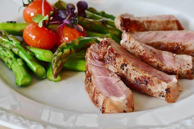 3 Cara Masak Daging Biar Empuk Tanpa Perlu Rebus Lama yang Perlu Bunda Tahu!